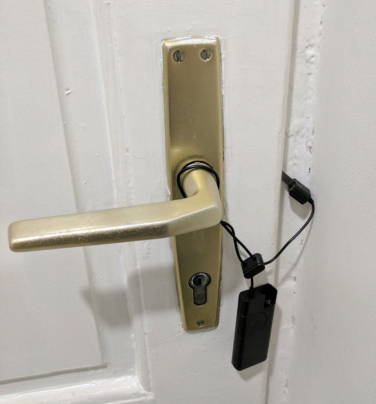 Door alarms make hostels and rented rooms secure