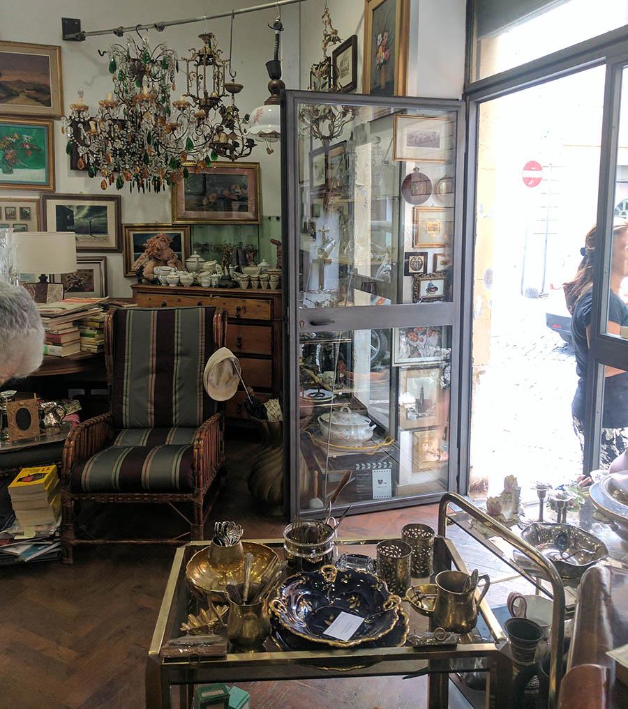 A sublime antique shop in vatican city