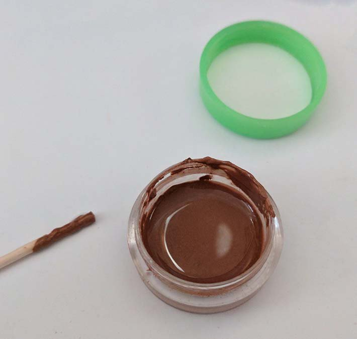 making ultra compact makeup for one bag travel or backpacking