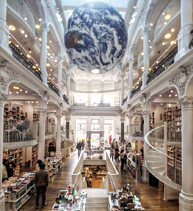 Bucharest palace bookstore