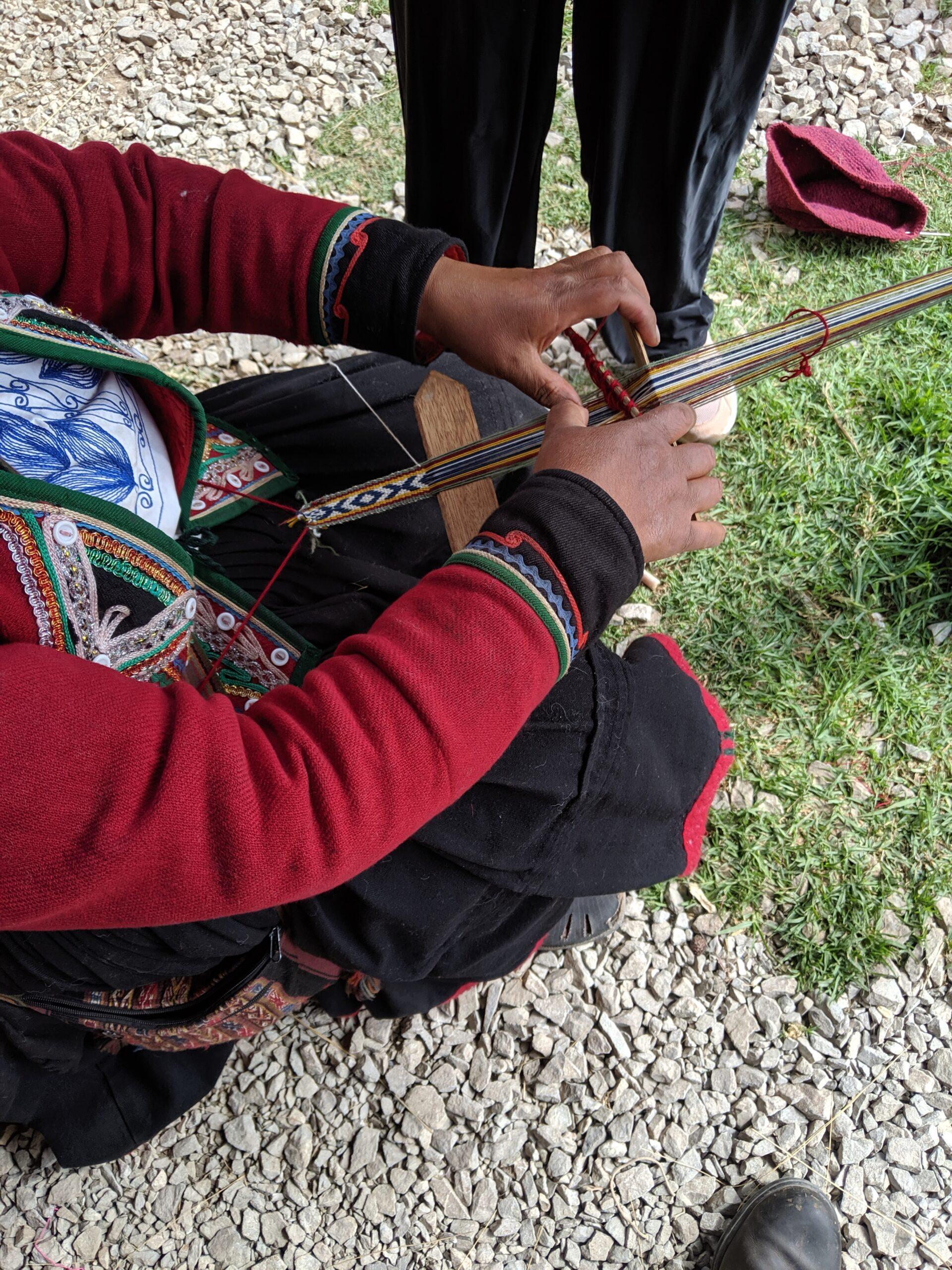 A professional weaver in peru braiding accord.