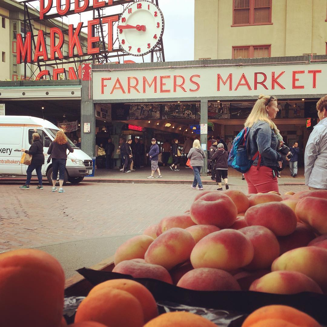 Peaches on display just outside of the main entrance to seattle's pike place market.